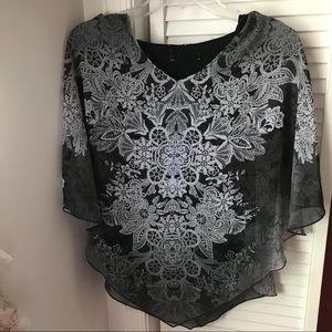 Tops - NTW flowy floral design black layered top
